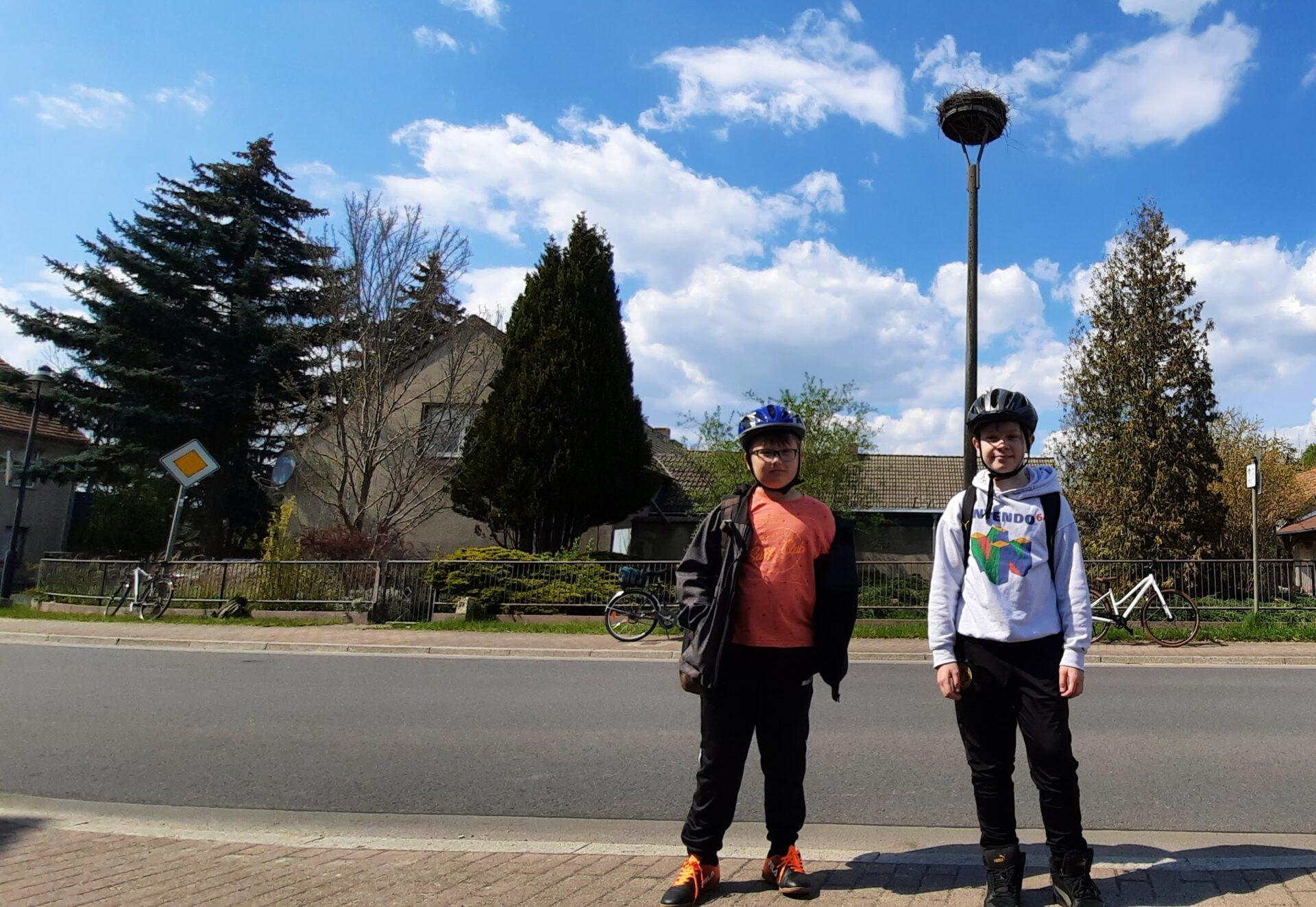 Storchenhorst und zwei Jungs
